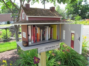 Little_Free_Library,_Easthampton_MA